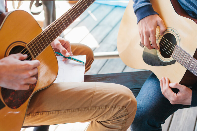 Contemporary Guitar Lessons for Beginners block mentored by Henry Gerrard